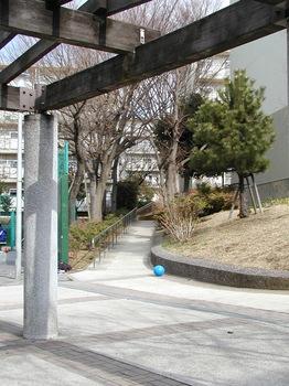 16街区の小道2.JPG